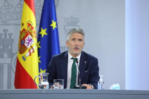 El ministro de Interior, Fernando Grande-Marlaska, comparece tras el Consejo de Ministros extraordinario celebrado en Moncloa para decretar el estado de alarma en Madrid.