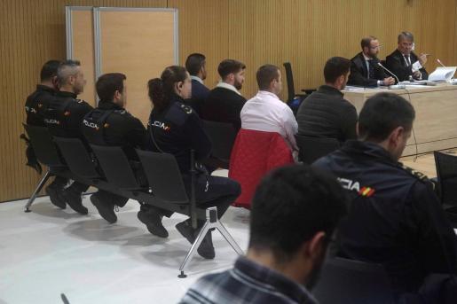 Vista de los cuatro miembros de La Manada, Alfonso Jesús Cabezuelo, José Ángel Prenda, Antonio Manuel Guerrero y Jesús Escudero, durante el juicio por los hechos acaecidos en Pozoblanco.