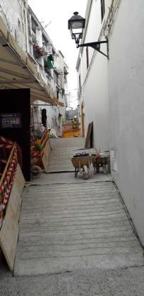 Imagen de la calle donde se están realizando los trabajos de consolidación del suelo.