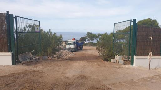 Imagen de la zona privatizada en es Port des Nebot de Cala Vedella.