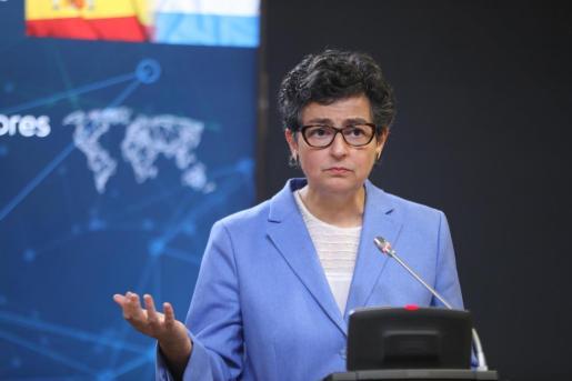 La ministra de Asuntos Exteriores, Unión Europea y Cooperación, Arancha González Laya, ofrece una rueda de prensa tras acoger la visita de su homólogo el ministro de Asuntos Exteriores luxemburgués, Jean Asselborn, en el Palacio de Viana, Madrid.