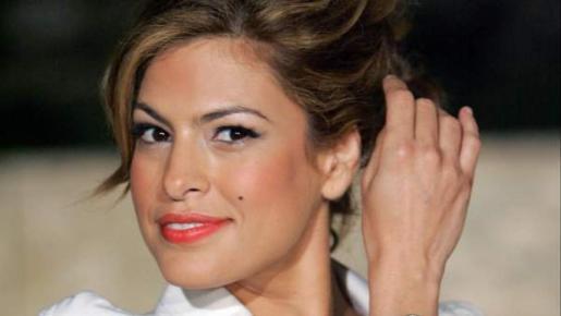 La actriz aprovechó para promocionar el negocio de estética de una amiga.