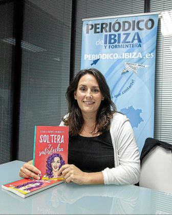 La escritora Elena Llorente, minutos antes de la entrevista.