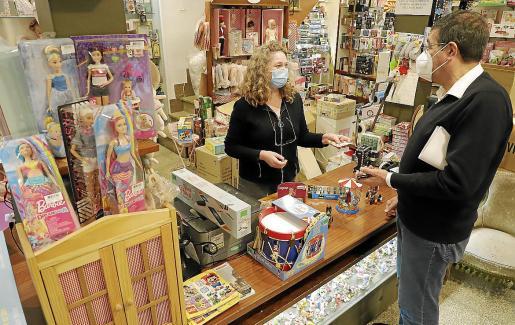 Cae el gasto. Las jugueterías esperan una bajada del presupuesto para regalos, pero también notan cambios en las compras: se disparan los juegos de mesa para pasar las veladas en casa.