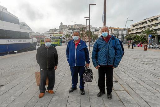José Ignacio Monge 'Tato', Francisco Mayans y Carlos Tur tienen que viajar tres veces a la semana para recibir tratamiento de diálisis.