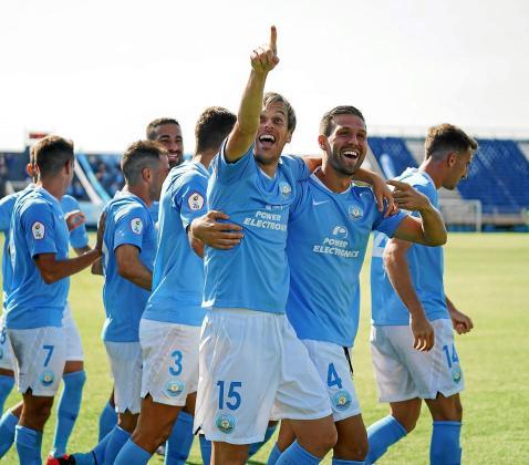 Los jugadores de la UD Ibiza celebran uno de los goles marcados ante La Nucía.