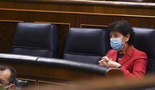 La ministra de Educación, Isabel Celaá hace declaraciones a los medios tras el debate en el Congreso este jueves de los puntos más polémicos sobre la ley de educación.