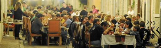 20.000 personas participaron anoche en una cena multitudinaria que este año celebra su 24ª edición.
