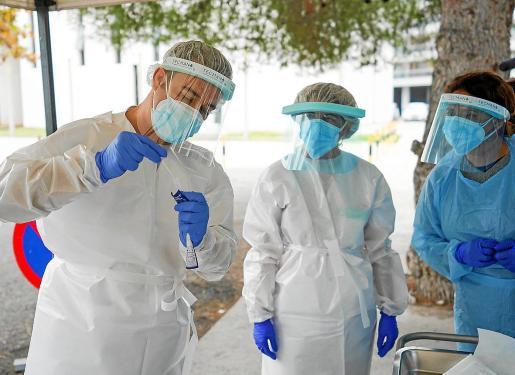 Personal sanitario durante la formación en test de antígenos que se llevó a cabo el pasado mes.