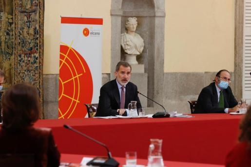 El rey Felipe VI ha presidido este lunes la reunión anual del Consejo Científico del Real Instituto Elcano de Estudios Internacionales y Estratégicos.