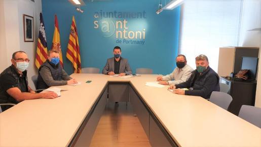 Firma del convenio de colaboración con la Cooperativa Agrícola y la Cofradía de Pescadores.