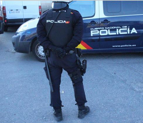 Un agente de la Policía Nacional .