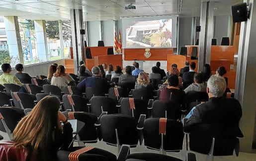 Un momento de la presentación del vídeo 'Un dia per a tots', ayer en el salón de plenos del Consell d'Eivissa.