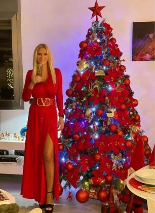 Felicitación navideña. Marta Díaz ha montado un árbol y se ha vestido para la ocasión para felicitar la Navidad a sus seguidores en las redes, como hacen las celebreties en la revista Hola, una imagen que no ha pasado desapercibida y ha sido de lo más comentada.