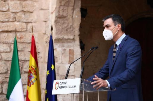 El presidente del Gobierno, Pedro Sánchez, y el presidente del Consejo de Ministros de Italia, Giuseppe Conte, durante la XIX Cumbre hispano-italiana en Palma de Mallorca.