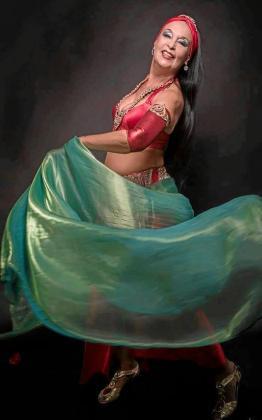 Nur Banu es una de las mejores y más destacadas bailarinas de danza oriental del mundo.