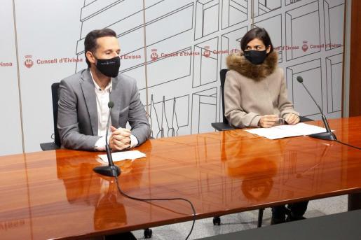 Mariano Juan y Naihara Cardona, ayer, en rueda de prensa en el Consell de Ibiza.