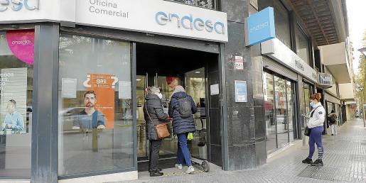 El bono social se puede solicitar por internet o en la oficina de Endesa en la Avinguda Alemanya, 13, de Palma –en la imagen–.