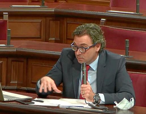 El diputado popular Antoni Costa, ayer, en la comisión de Hacienda donde descubrió el «engaño».