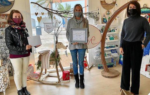 Imagen de uno de los establecimientos ganadores del XIV Concurs d'Aparadorisme Nadalenc organizado por el Consell de Formentera y la Cámara de Comercio.