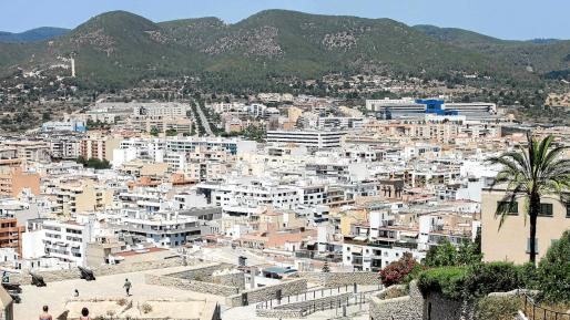 Imagen de archivo del municipio de Ibiza, en un día de verano desde Dalt Vila.