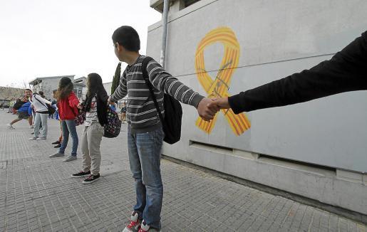 La defensa de la enseñanza en catalán motivó una fuerte contestación social en Baleares contra el Govern que presidía José Ramón Bauzá. Arriba, una protesta de entonces.