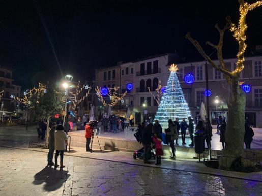 La proximidad de las fiestas navideñas ha incrementado la relajación social y los contagios.