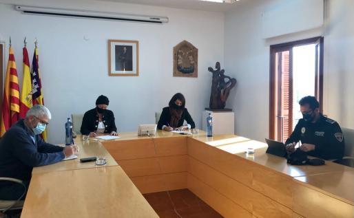 Un momento de la ruenión celebrada este jueves en el Consell de Formentera.