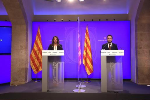 La consellera de Presidencia y portavoz del Govern, Meritxell Budó, y el vicepresidente de la Generalitat, Pere Aragonès, en rueda de prensa telemática.