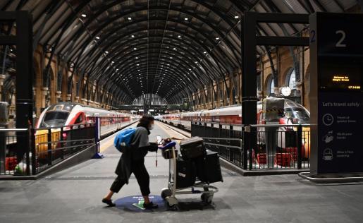 Once países europeos cierran sus fronteras a Reino Unido por la nueva cepa.