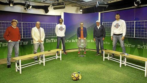 Tolo Darder, Toni Torres, Jordi Grimau, Paco Pérez, Juan Mesa 'Labi' y Tautvydas Slezas, ayer en el plató de Dxtef.