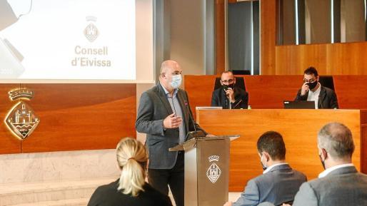El presidente del Consell, Vicent Marí, introdujo la presentación del plan que presentaron J. M. Soriano y J.A. Avellaneda.