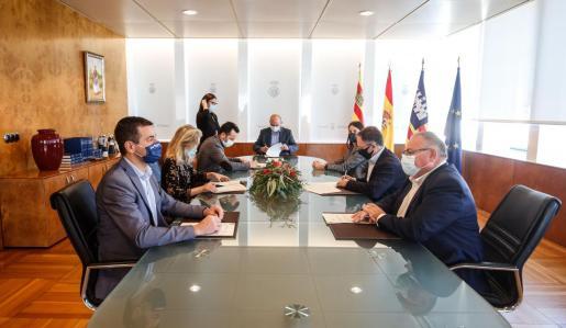El Consell de Ibiza y los ayuntamientos formalizan la colaboración para ejecutar el Plan de Mejora de la Sostenibilidad y Eficiencia urbana.
