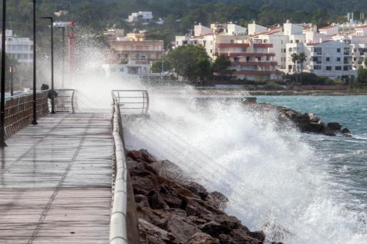 Alerta naranja en Ibiza y Formentera por fuerte viento y fenómenos costeros.
