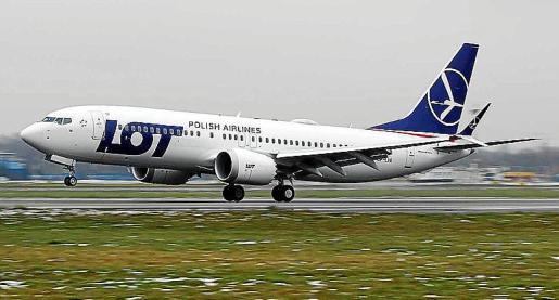 Imagen de archivo de un avión de la aerolínea con bandera polaca LOT.