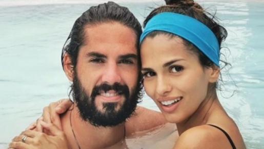El deportista y la actriz, ambos de 28 años, han ampliado la familia de nuevo tras tres años de relación.