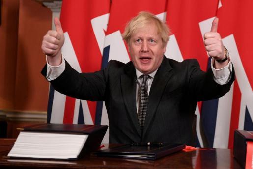El primer ministro del Reino Unido, Boris Johnson, tras la firma del acuerdo con la UE.