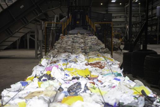 Imagen del tratamiento de residuos en la nueva planta de triaje de Ca na Putxa.