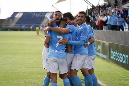 Jugadores de la UD Ibiza celebran un gol durante la presente temporada.