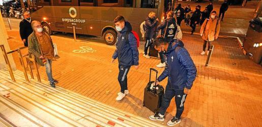 Renato Tapia, que apunta a la titularidad, se prepara para coger su maleta.