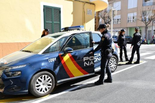Imagen de archivo de varias agentes de la Policía Nacional cerca de la zona donde ocurrieron los hechos.