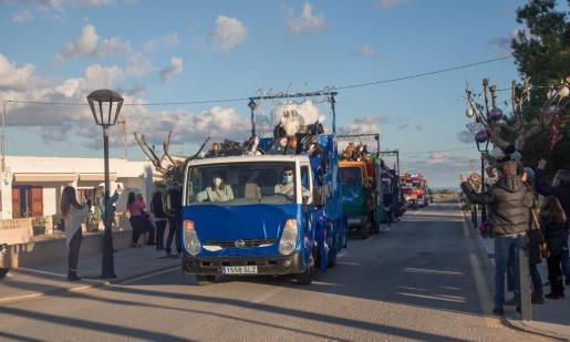 La cabalgata de Reyes de Formentera recorrió todos los municipios de la isla para evitar que se provocasen aglomeraciones y respetar las medidas sanitarias.