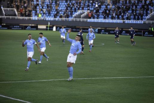 Sergio Castel celebra un gol contra el Celta.