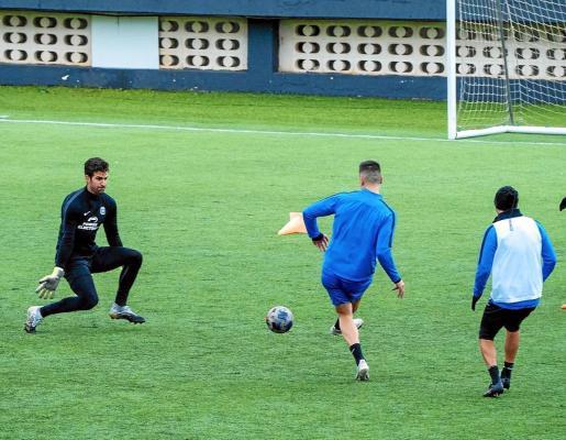 Una imagen del entrenamiento de la UD Ibiza en la mañana de ayer.