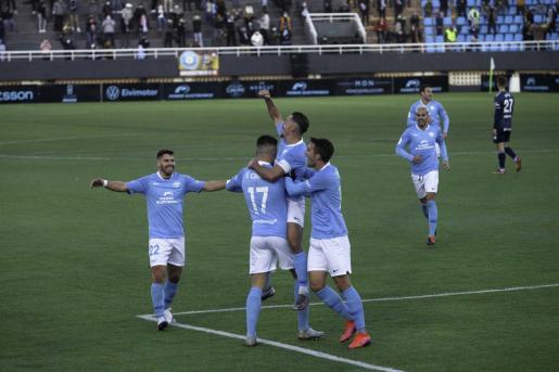 Jugadores de la UD Ibiza celebran un gol frente al Celta.