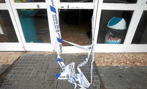 La Policía Nacional precintó la entrada y se hizo cargo de la investigación del robo con fuerza.