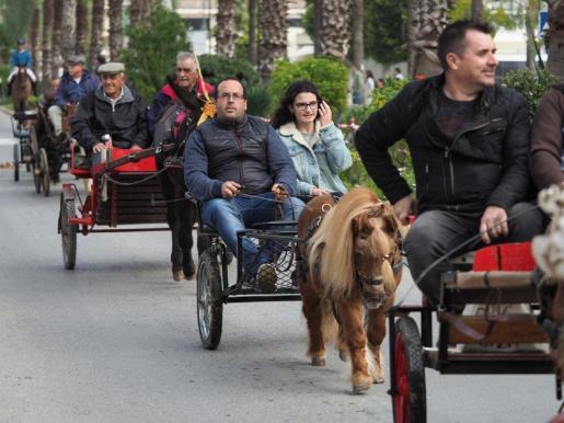 Desfile de carros durante las fiestas de Sant Antoni de 2019.