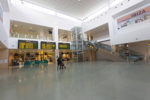 El aeropuerto de Ibiza vacío.