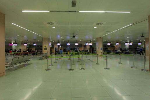 El aeropuerto de Ibiza luce así en estos días complicados de la pandemia de coronavirus.