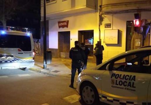 Un control de la Policía Local de Ibiza y la Policía Nacional.